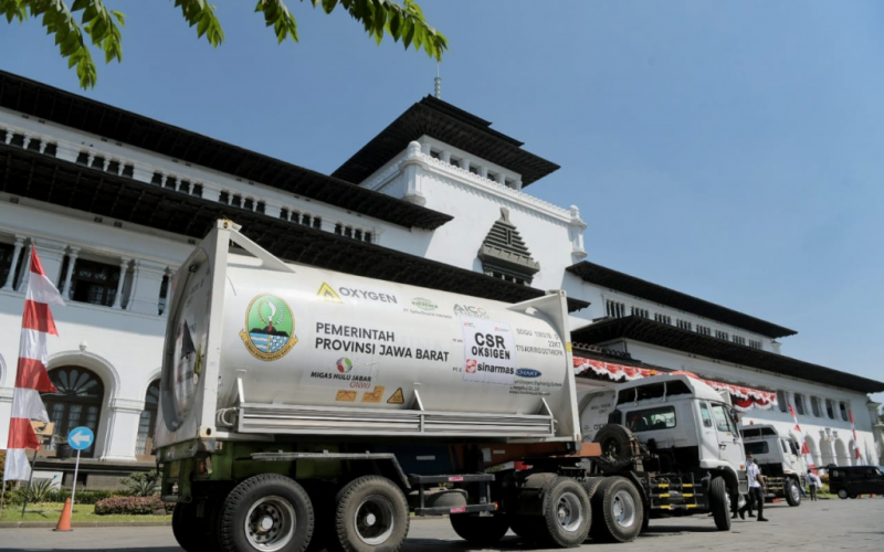 Ridwan Kamil Lepas Empat ISO Tank Oksigen Bantuan Sumsel